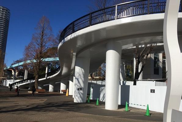 上野動物園いそっぷ橋横から見たとき