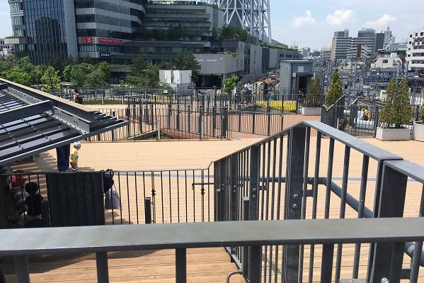 押上駅前自転車駐車場屋上広場・ベンチ