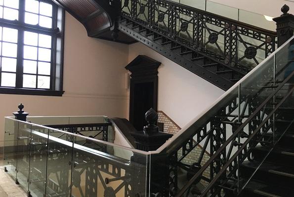 国際子ども図書館・大階段